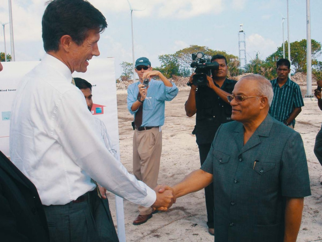 maldive-president-us-ambassador-microgrid